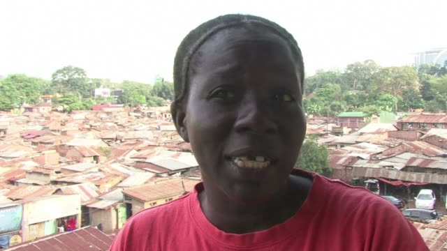 more and more women are taking up boxing in the ugandan capital as a way of learning to defend themselves against attackers. voiced : ugandan women... - kampala stock-videos und b-roll-filmmaterial