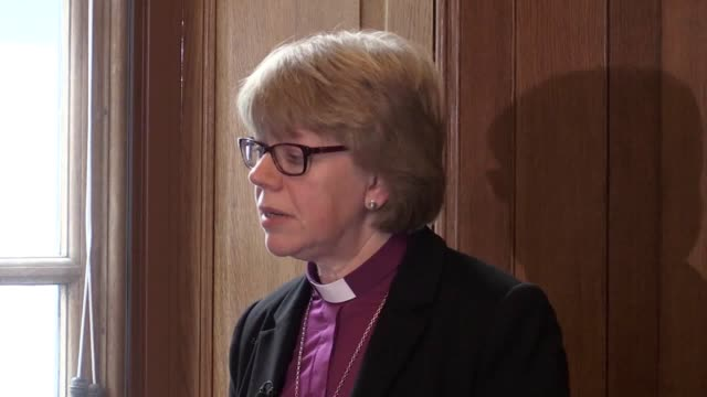 vídeos de stock, filmes e b-roll de more churches should be led by female priests and those who come from black asian and minority ethnic groups the new bishop of london has said the... - anglicano