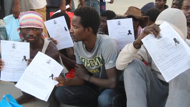 stockvideo's en b-roll-footage met more than 150 nigerian migrants were repatriated from libya on tuesday as part of a voluntary repatriation programme - repatriëring
