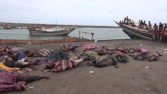 stockvideo's en b-roll-footage met more than 30 somali refugees including women and children have been shot dead aboard a boat in the red sea off the coast of wartorn yemen officials... - vluchteling ontheemden
