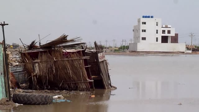 vídeos de stock, filmes e b-roll de more than 300000 people across sudan have been affected by floods which killed almost 50 people this month the un's world health organisation has... - sudão