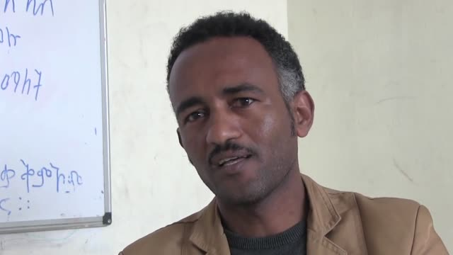 more than 40 thousand of african asylum seekers who took refuge in israel were told to leave the country or face prison. halofom sultan, an eritrean... - human back stock videos & royalty-free footage