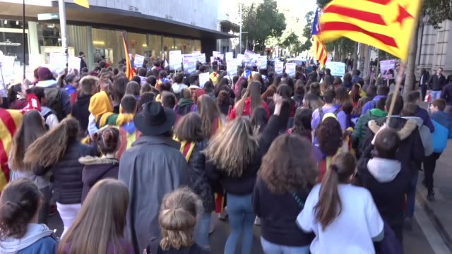 more than 400 students have demonstrated, on february 12, 2019 in barcelona, in a day of multiple protests, against the trial that began in madrid... - prisoner education stock videos & royalty-free footage