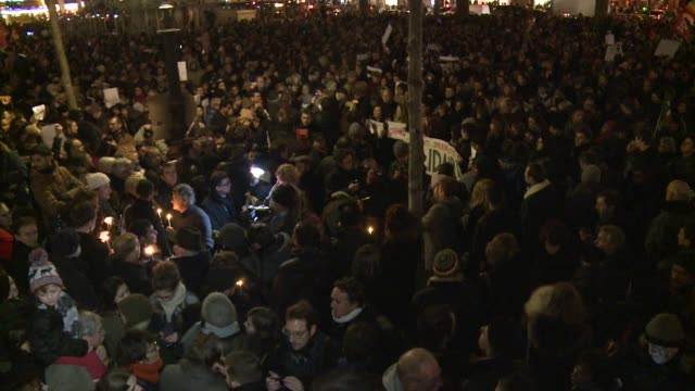 more than 5000 people rally for a vigil for the victims of an attack on the charlie hebdo weekly which left 12 people dead - materiale cartaceo video stock e b–roll