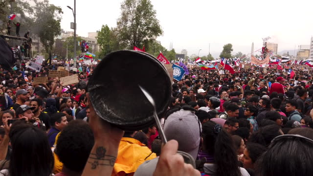 vídeos de stock e filmes b-roll de more than a million people gather at plaza italia during the eighth day of protests against president sebastian piñera's government on october 25,... - patio