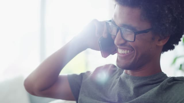 vídeos y material grabado en eventos de stock de más que sólo hola, es la fuente de la felicidad de alguien - responder