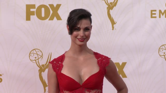 vidéos et rushes de morena baccarin at the 67th annual primetime emmy awards at microsoft theater on september 20, 2015 in los angeles, california. - annual primetime emmy awards