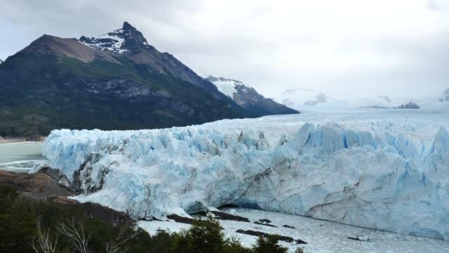 moreno-gletscher gesamtpfanne - argentinien stock-videos und b-roll-filmmaterial