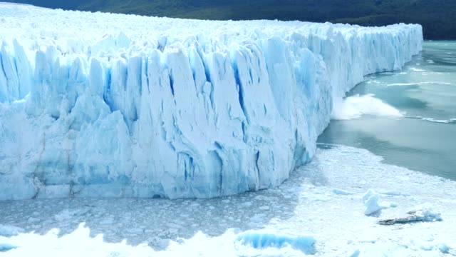 vídeos y material grabado en eventos de stock de glaciar moreno con gran parto - colapsar