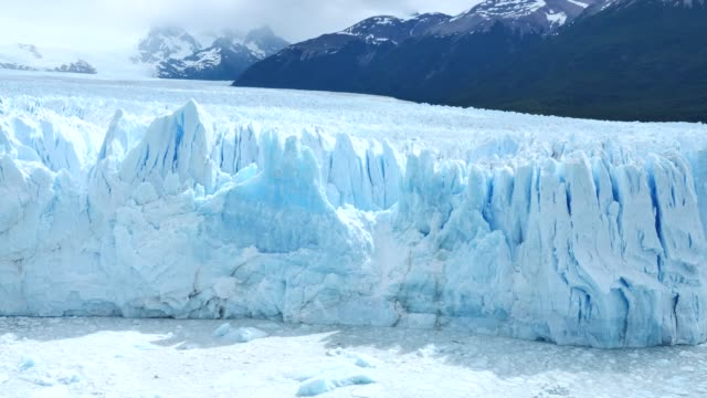 moreno glacier with ice floes - ecosystem stock videos & royalty-free footage