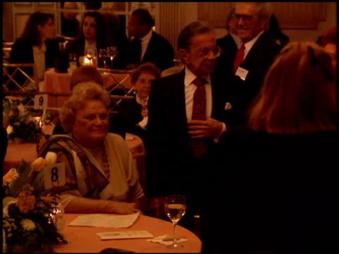vídeos de stock, filmes e b-roll de morey amsterdam at the producer's guild dinner at the regent beverly wilshire hotel in beverly hills, california on march 2, 1994. - regent beverly wilshire hotel