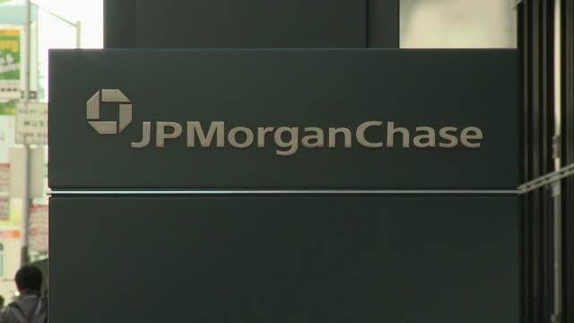 morgan chase sign on building, san francisco, california, usa - western script stock videos & royalty-free footage
