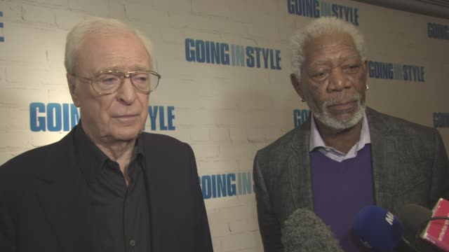 vídeos de stock e filmes b-roll de interview morgan freeman michael caine on not getting there oscar's out on set not hanging out off set never hang out on with actors playing golf... - michael caine ator