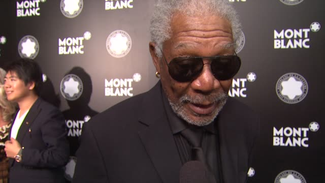 stockvideo's en b-roll-footage met morgan freeman on quincy jones at montblanc honors quincy jones at the montblanc de la culture arts patronage awards ceremony on 10/02/12 in los... - arts culture and entertainment