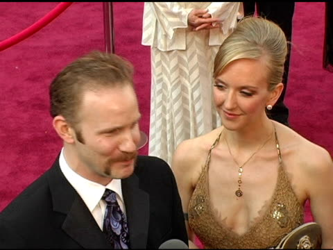 stockvideo's en b-roll-footage met morgan spurlock and alex jamieson at the 2005 annual academy awards arrivals at the kodak theatre in hollywood, california on february 28, 2005. - 77e jaarlijkse academy awards