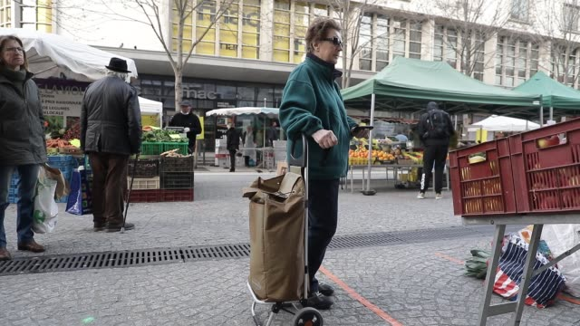 morning atmosphere at the downtown market on march 21 2020 in chambery france - organic stock videos & royalty-free footage