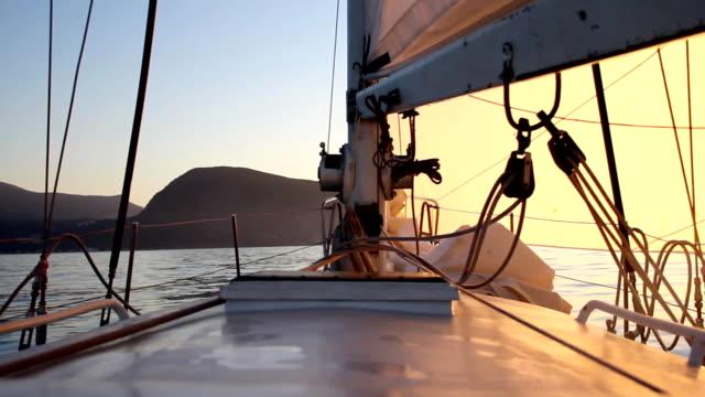 vidéos et rushes de morning beach - voile de bateau