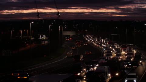 vidéos et rushes de embouteillage matinal de la ville. londres. version 1. - phare arrière de véhicule