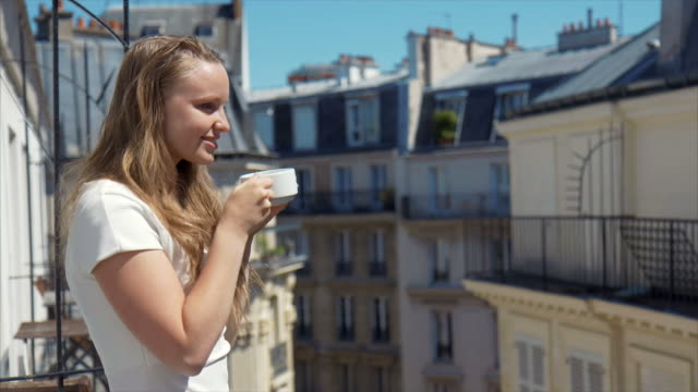 vidéos et rushes de café du matin - balcon