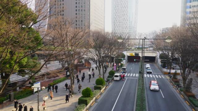 morning commute scene at shinjuku subcenter business district. - ティルト点の映像素材/bロール