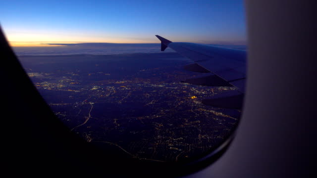 stockvideo's en b-roll-footage met ochtendvlucht naar londen, uk - aircraft point of view