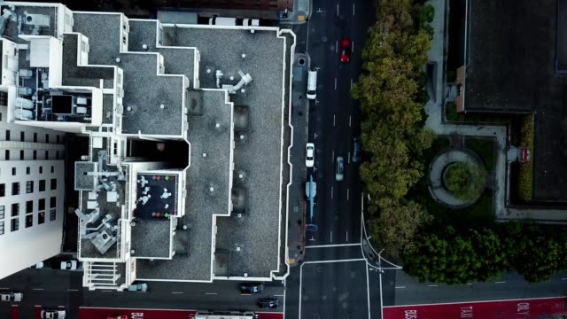 vídeos de stock, filmes e b-roll de morning from 400 feet looking down over the top of the club quarters in san fran - top