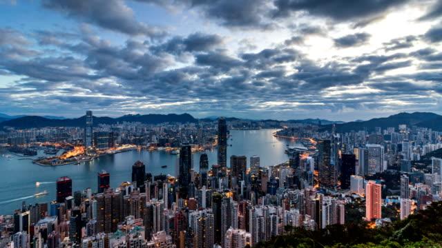 vidéos et rushes de matin à hong kong / 4k zoom en timelapse - victoria peak