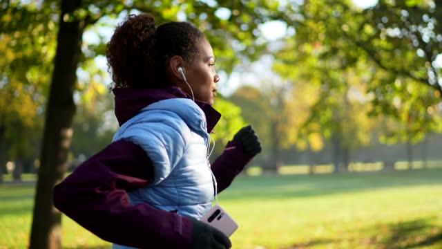 morning jogging - jogging stock videos & royalty-free footage