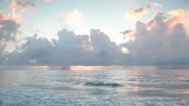 morning light over the sea - eskapismus stock-videos und b-roll-filmmaterial