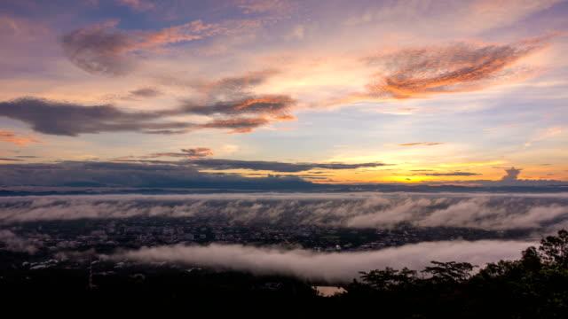 stockvideo's en b-roll-footage met t/l ws ochtend misty sunrise in chiang mai, thailand - breed