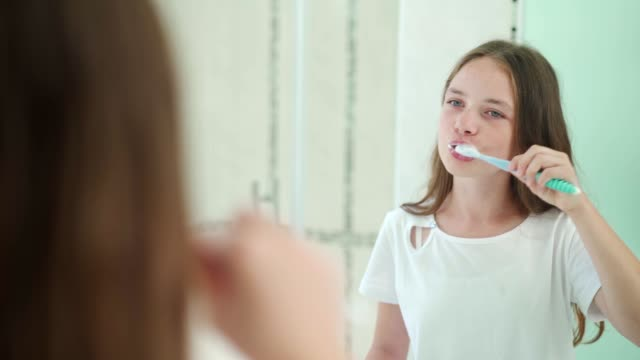 morning routine of a teenage girl - spazzolare video stock e b–roll