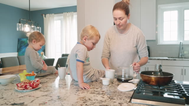 morning routines with kids in the kitchen - mother with her children preparing breakfast - busy morning stock videos & royalty-free footage