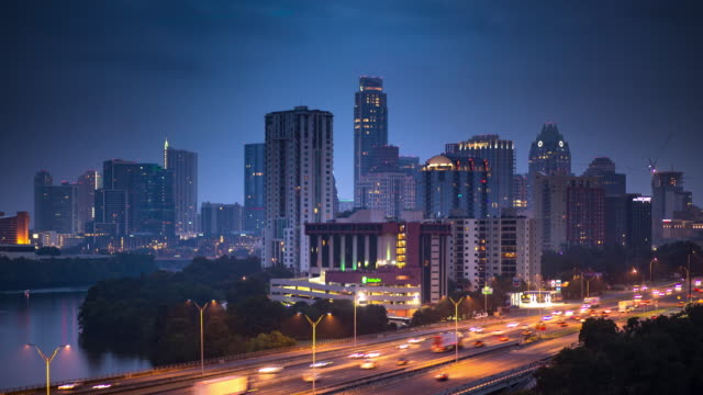 stockvideo's en b-roll-footage met ochtendspits in downtown austin - time-lapse - austin texas