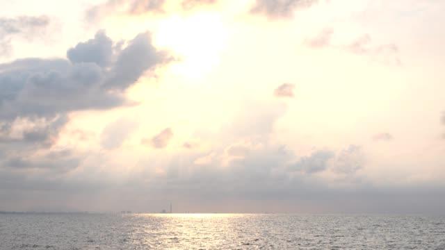 vidéos et rushes de mer du matin - horizon