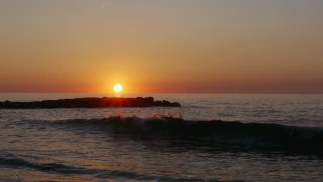 ws morning sun just above ocean horizon, backlit waves crashing against jetty, avon-by-the-sea, new jersey, atlantic ocean - orange new jersey stock videos & royalty-free footage