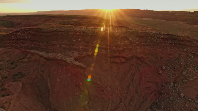 vídeos de stock e filmes b-roll de aerial morning sun shining over the monument valley national park - monument valley