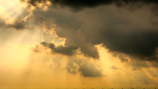stockvideo's en b-roll-footage met morning sunbeam - atmosphere filter
