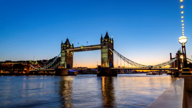 4k ws t/l morning sunrise at tower bridge, london, uk, england - london bridge england stock videos & royalty-free footage