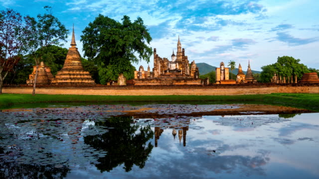 TL WS ZO morning time of Sukhothai Historical Park, Mahathat temple reflecting in water