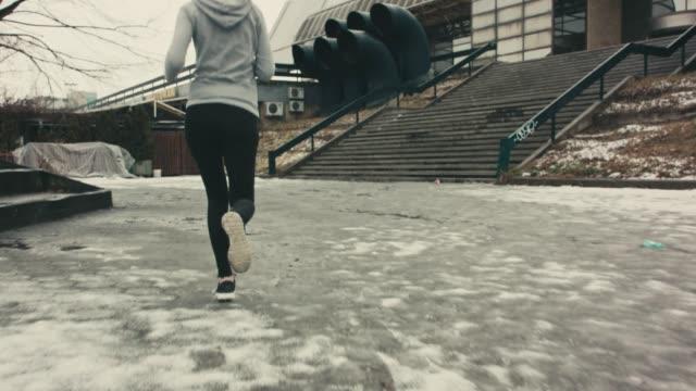 vidéos et rushes de matin de entraînement - vêtement de sport