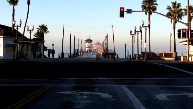 morning walk on the huntington beach pier - route 001 stock videos & royalty-free footage