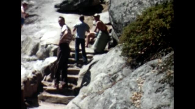 stockvideo's en b-roll-footage met 1955 moro rock stairway - sequoia national park