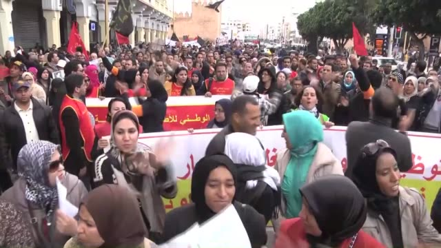 vídeos de stock, filmes e b-roll de moroccan activists gather at the bab alahad square for a rally organized by the 20 february movement to mark the fifth anniversary of the country's... - arab spring