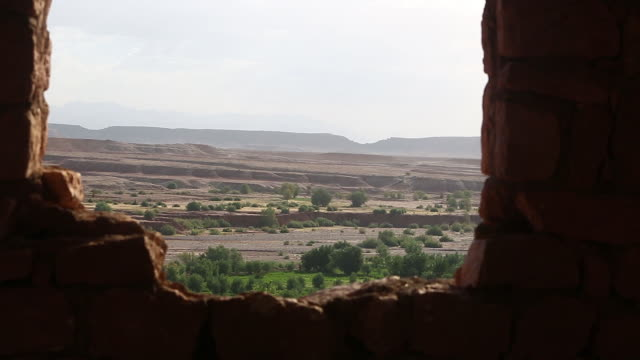 moroccan desertscape thru window - wiese stock videos & royalty-free footage
