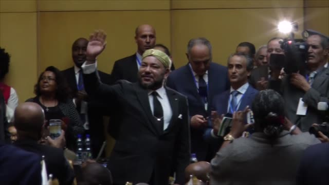 stockvideo's en b-roll-footage met moroccan king mohammed vi attends the 28th african union summit at the au headquarters in addis ababa ethiopia on january 31 2017 chad's foreign... - koning koninklijk persoon