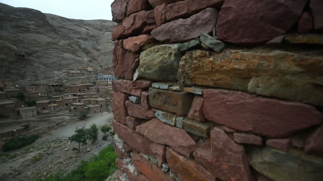 moroccan wide village pan l - wiese stock videos & royalty-free footage
