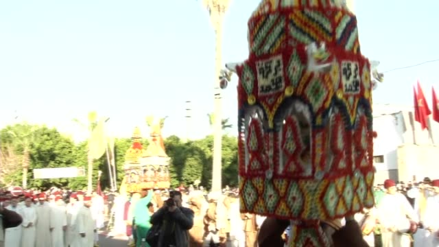 stockvideo's en b-roll-footage met moroccans attend a ceremony marking the 1444th anniversary of the birthday of prophet mohammad, mawlid al nabi, in sale, morocco on january 3, 2015. - sale