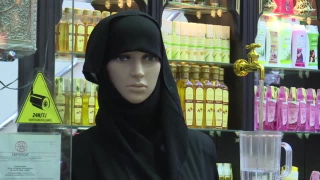 vídeos de stock, filmes e b-roll de morocco has banned the production and sale of burqa full face muslim veils apparently for security reasons media reports said tuesday - vestimenta religiosa