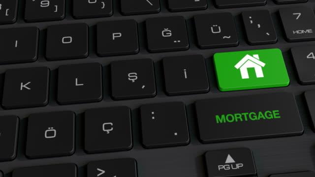 vídeos de stock, filmes e b-roll de botão de hipoteca no teclado de computador - proprietário de casa