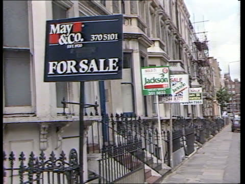 mortgage rate up itn lib london fulham ms estate agents for sale signs outside row of terrace housing pull out 'may co' 'jackson' boards ms group of... - for sale englischer satz stock-videos und b-roll-filmmaterial